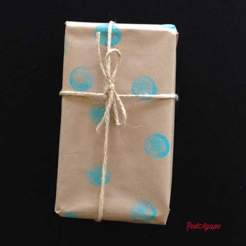 diy dotted wrapping paper