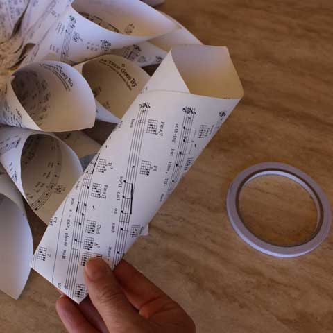 paper wreath construction